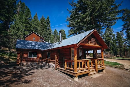 Vallecito Log Cabin with a View