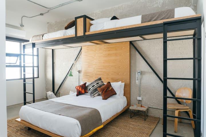 One Bunk TJ   Room 7   3-Bed Bunk Room