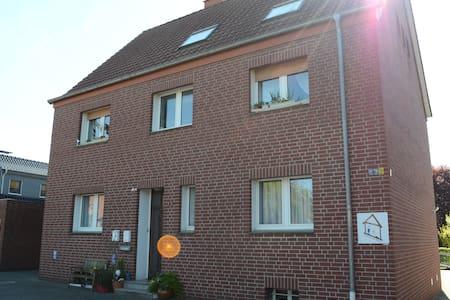 Schöne 75 m² Ferienwohnung - Sendenhorst - Apartamento