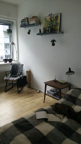 Cozy apartment close to the city and lovely areas - København - Flat