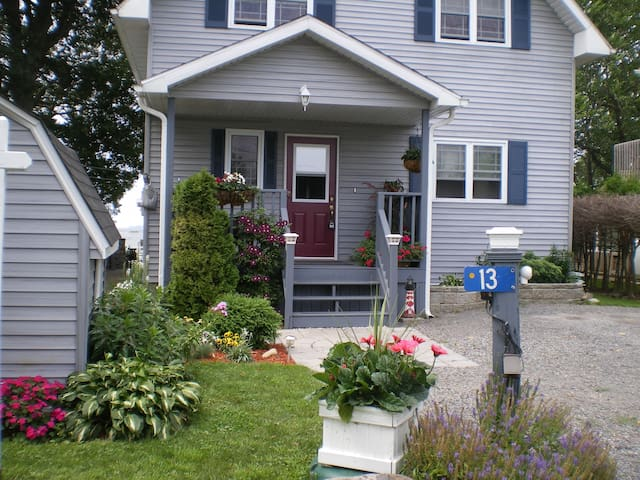 Cozy Waterfront Home 1000 Islands - Gananoque - Bed & Breakfast
