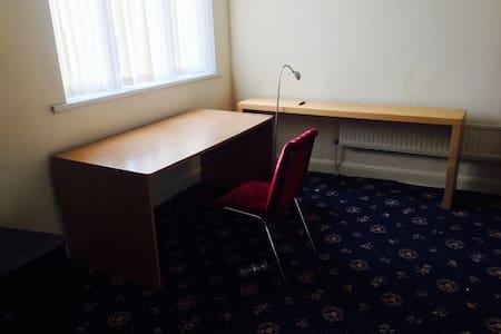 Room 3 , Top floor , Double Bed - Leeds - House