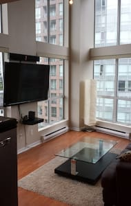 Sunny Yaletown Loft - DOWNTOWN A/C! - Vancouver - Apartment