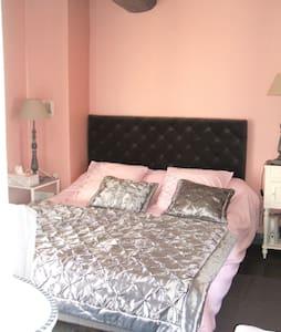 B&B Room Le côté de Guermantes - Mèze - 家庭式旅館