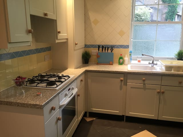 Luxuries 2BedHouse With Garden View  CentralLondon