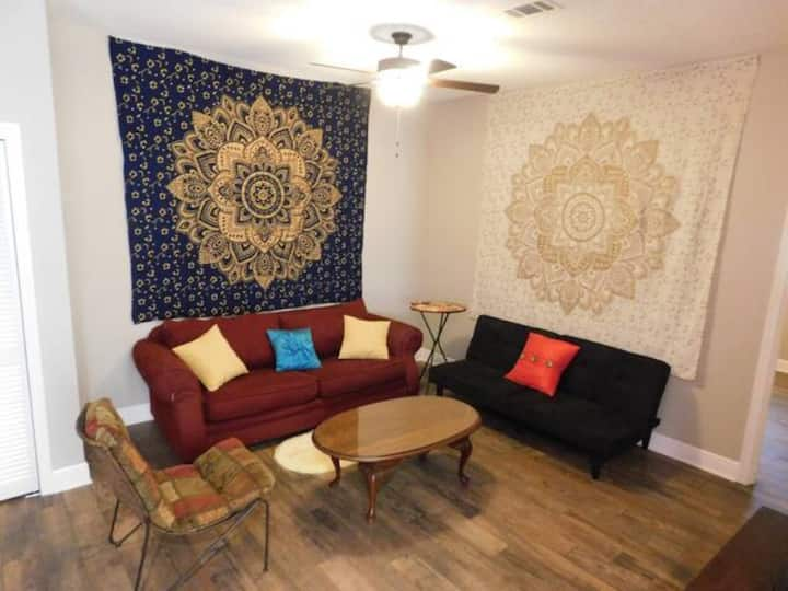 Rhapsody~Clean and Cozy~Private 2/1~Sleeps 5-6