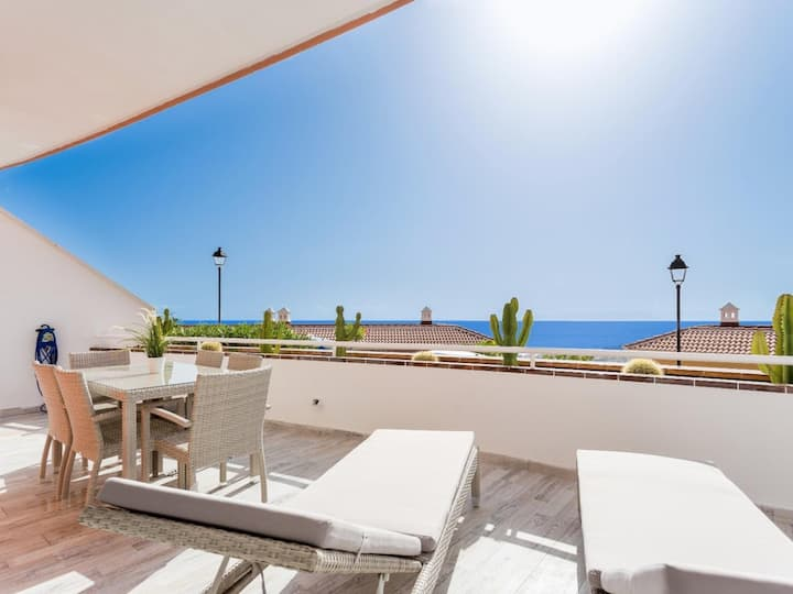 1713.Sun apartment, big terrace ocean view, heated pool