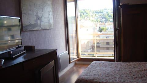 grd chambre confortable  ctre ville avec petit dej