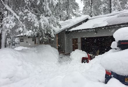 Queen Room, Ski/Board Getaway, Heart of Truckee - Truckee - Casa