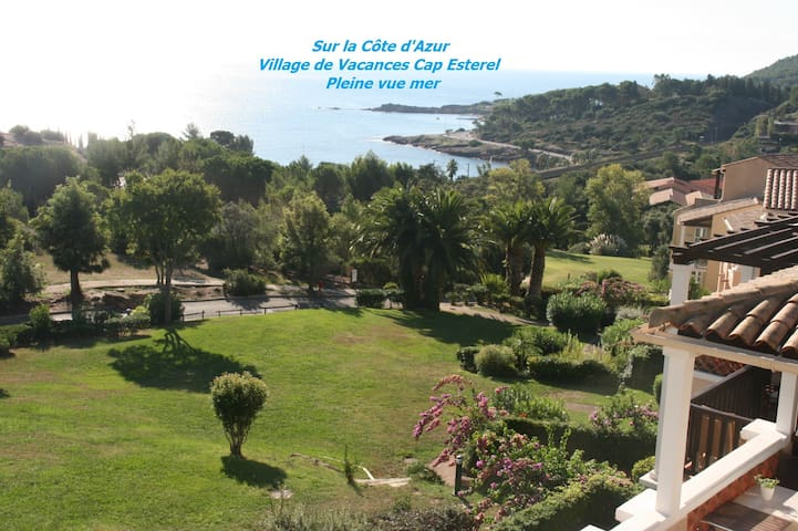 Cap Esterel Studio avec grande terrasse et vue mer