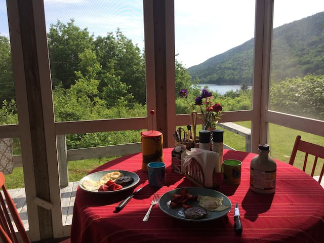 Charming Highlands Summer Home