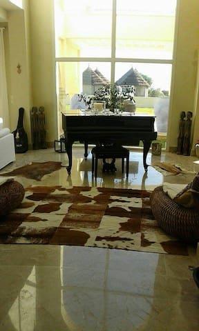 séjour dans une maison de charme pied dans l'eau - Tazarka - Guesthouse