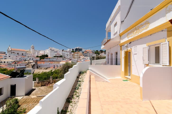 Traditional Villa in Downtown - Albufeira - Hus