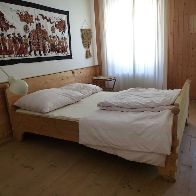your bed made of wood without nails/ Vollholzbett ohne Metallteile