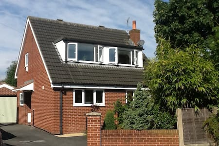 Delightful & modern detached house. - Croston