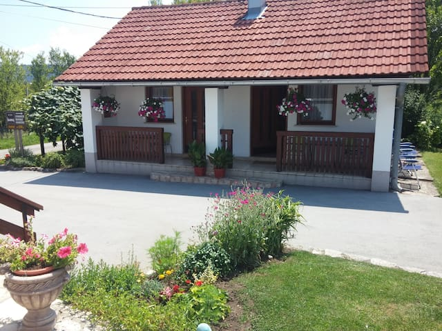 Private room in Plitvička Jezera - Rakovica - Casa