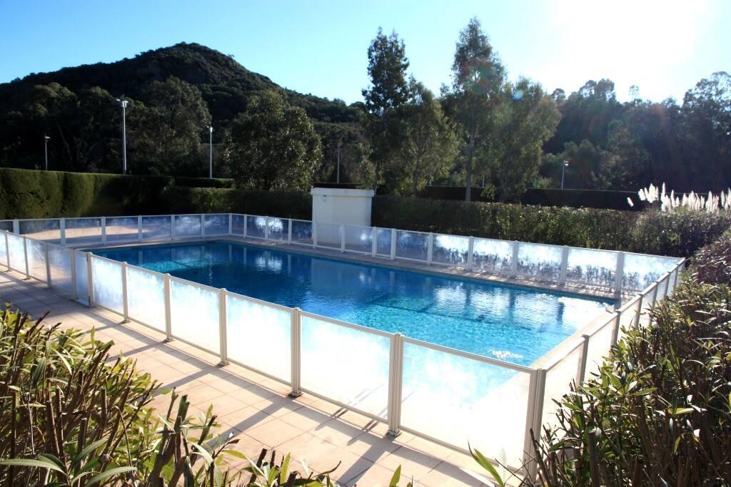 2 grandes piscines à votre disposition dans la résidence