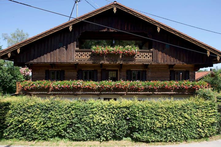 Renoviertes Bauernhaus nah zu Roche - Bad Heilbrunn - Apartamento