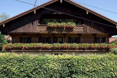 Renoviertes Bauernhaus nah zu Roche - Bad Heilbrunn - Apartemen