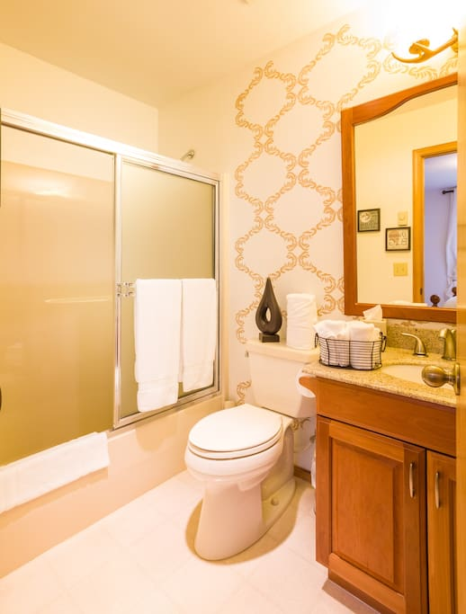 Conifer Ensuite Bathroom