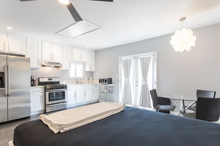 Newly Renovated Studio/Guest House - Glendale - House