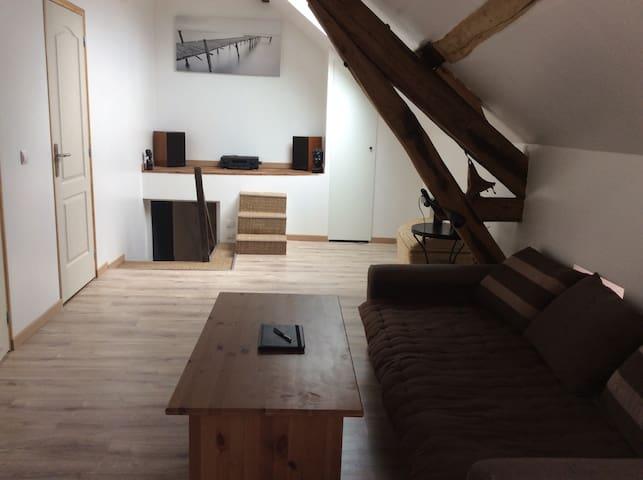 1er étage indépendant dans maison - Nanteau-sur-Lunain - House