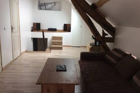 1er étage indépendant dans maison - Nanteau-sur-Lunain