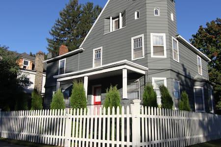 UPTOWN! Big House - The Saint James - Kingston