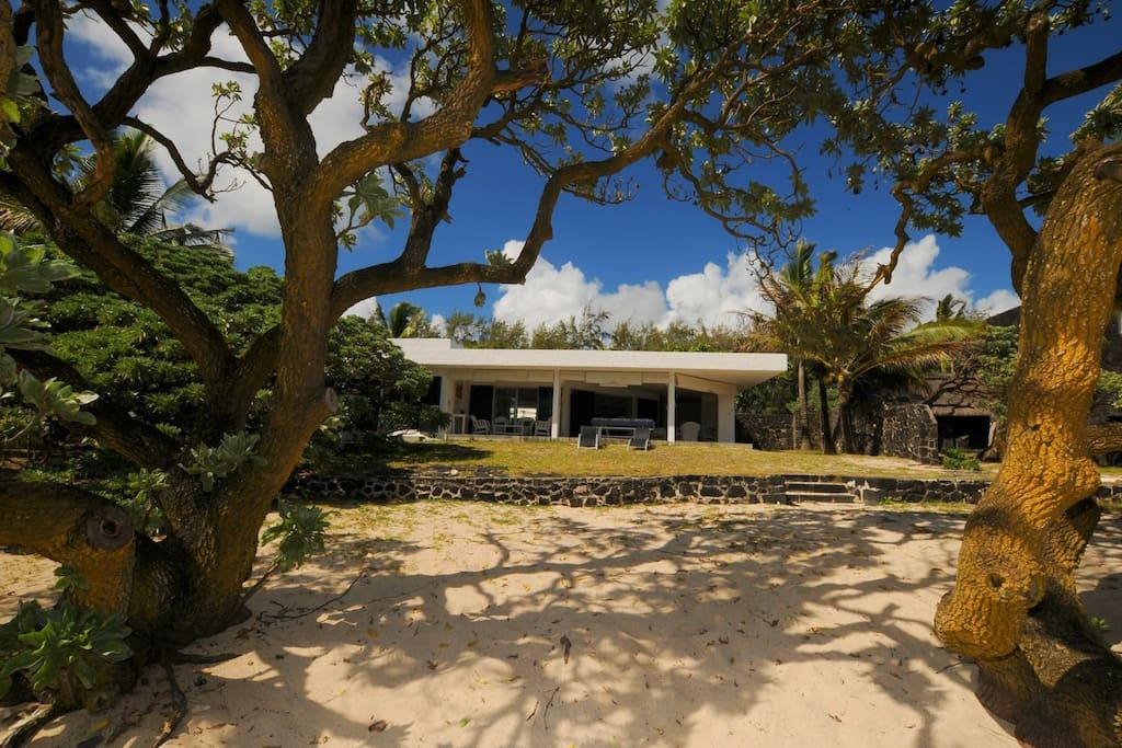 Villa Teolina beachfront
