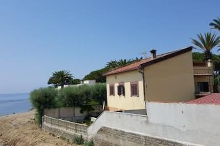 BY THE SEA - TWO BEDROOMS APARTMENT - Santa Marinella - Apartament