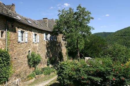 Manor East Wing. Aveyron-Cantal. - Dom