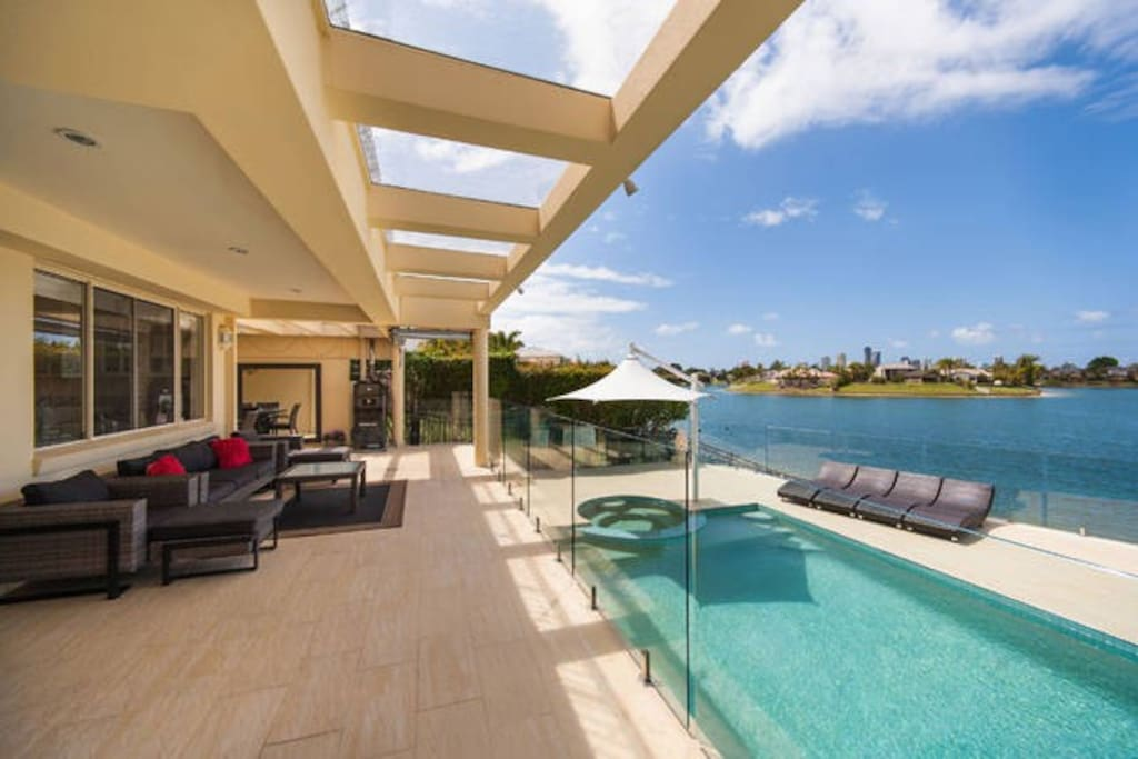 Luxury beach home gold coast more like a resort for Pool design gold coast