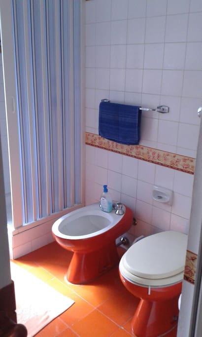 bagno al 1° piano per le 2 camere