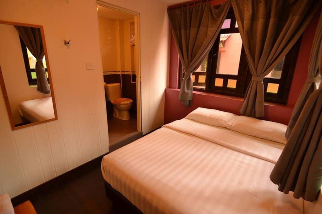 DBL Room with Private Bathroom (1xQueen Size Bed)