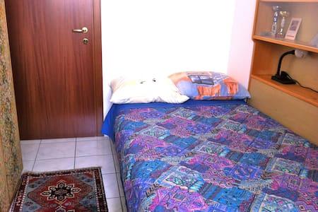 Bolzano town quiet room - Apartment