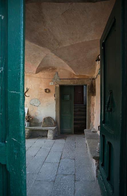 L'ingresso alla Corte Paganini
