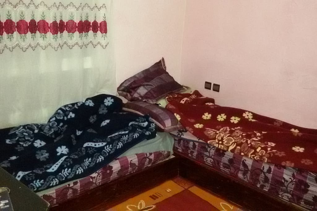 i have 2 bed for you ,  and we have a beautiful familly so wellcom