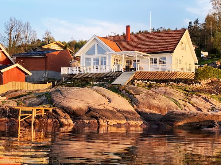Villa located by the fjord