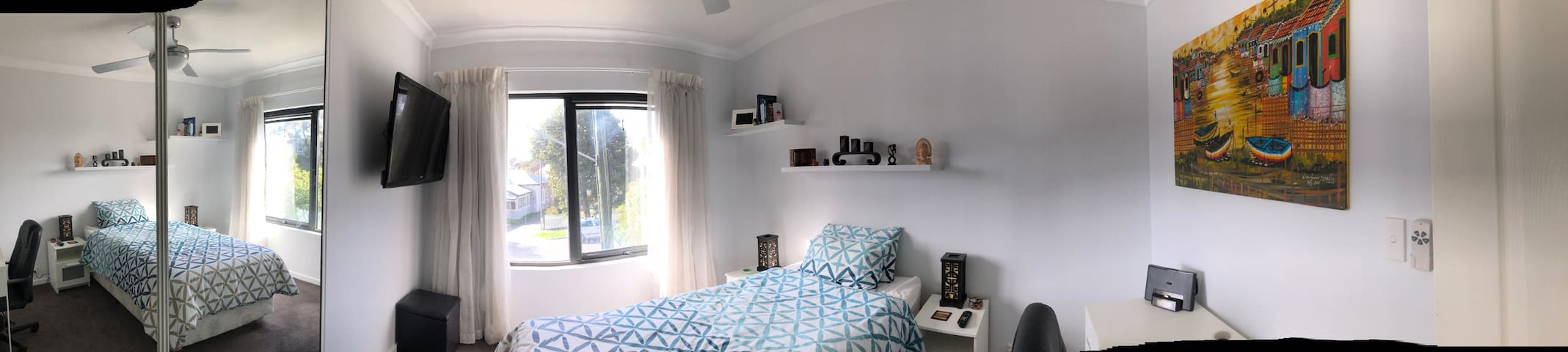 Private room in Mount Hawthorn, 4km from the CBD .
