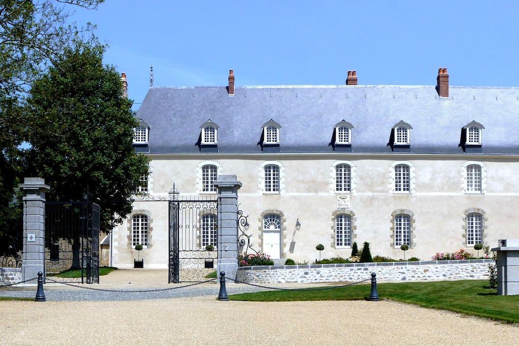 Hauterives façade coté sud