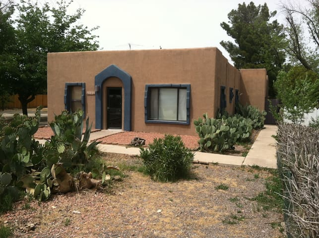 Charming 1930's 3 Bedroom adobe home - Las Cruces - Huis