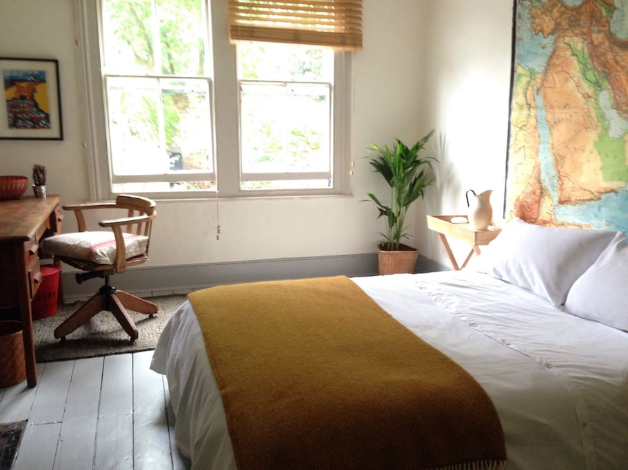 Map room brixton townhouse houses for rent in london for Minimalist house brixton