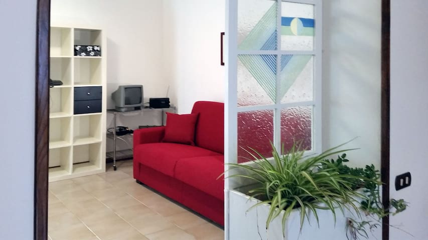 Sarzana centre, 40 €, station/free parkings nearby - Sarzana - Flat