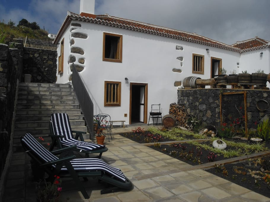 casa tradicional en zona tranquila houses for rent in puntallana canarias spain. Black Bedroom Furniture Sets. Home Design Ideas