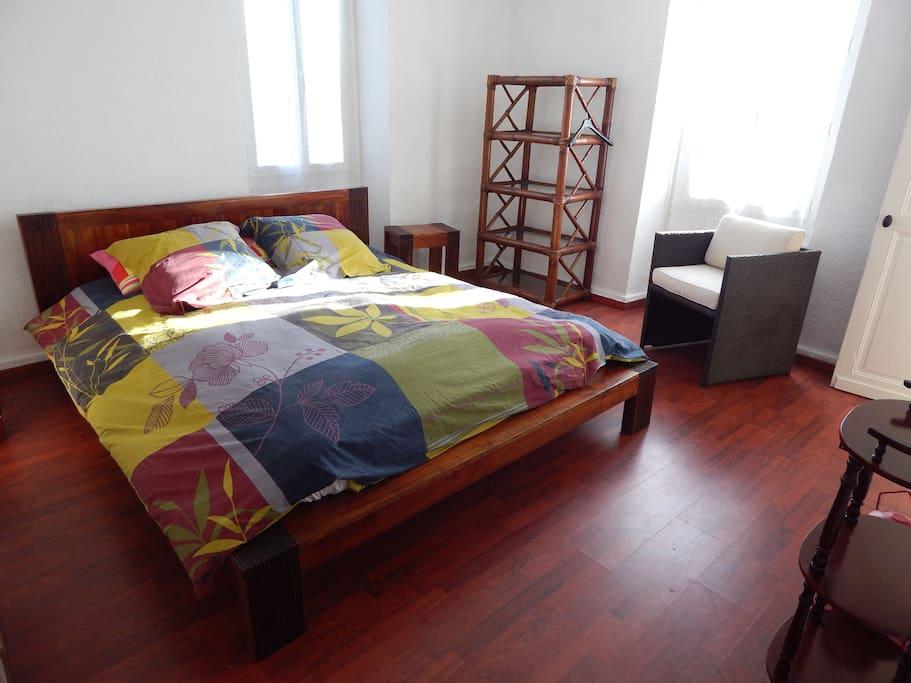 chambre avec lit 160