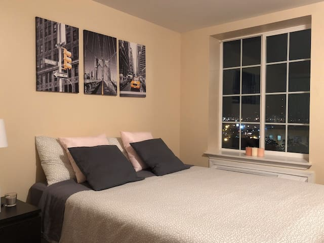Room for rent in a luxury apartment