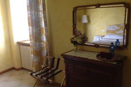 B&B Casa in Castello Family Suite - Pozzolengo