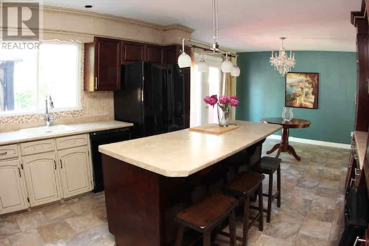 Large family home in desirable neighbourhood - Sault Ste. Marie - Casa