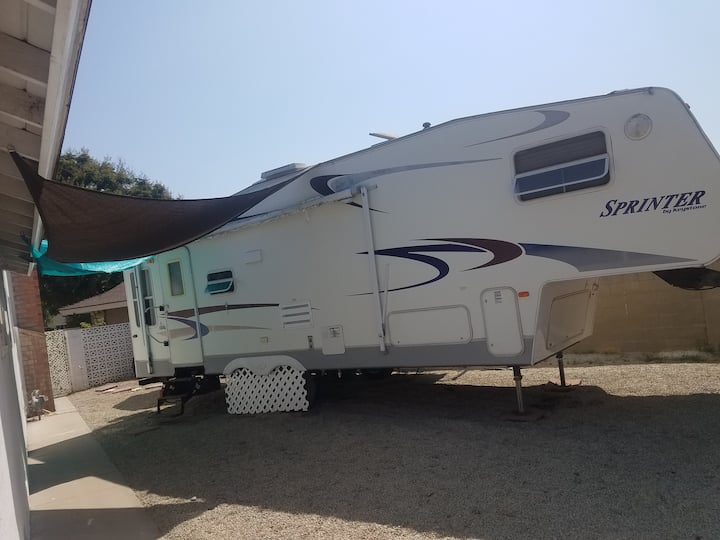 27 ft 5th wheel perfect with great ac