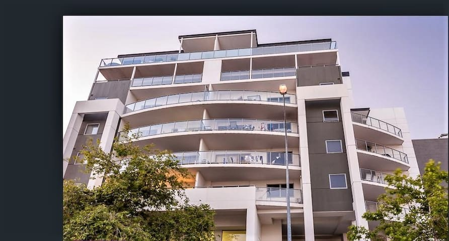 Boutique apartment in secure West Perth complex - West Perth